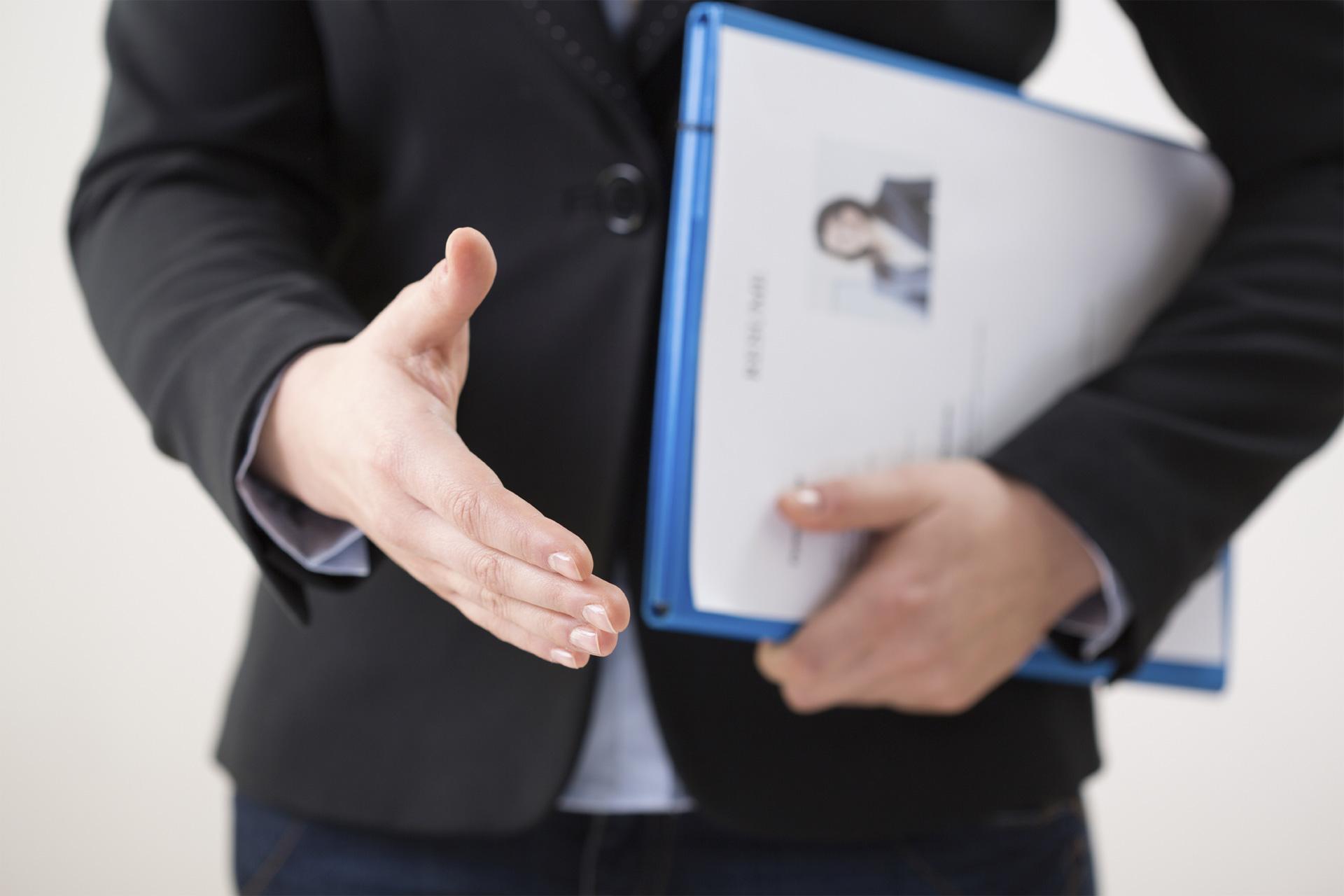 Te ayudará a conseguir proyectos que podrían impulsar tu carrera y a crear redes de contactos