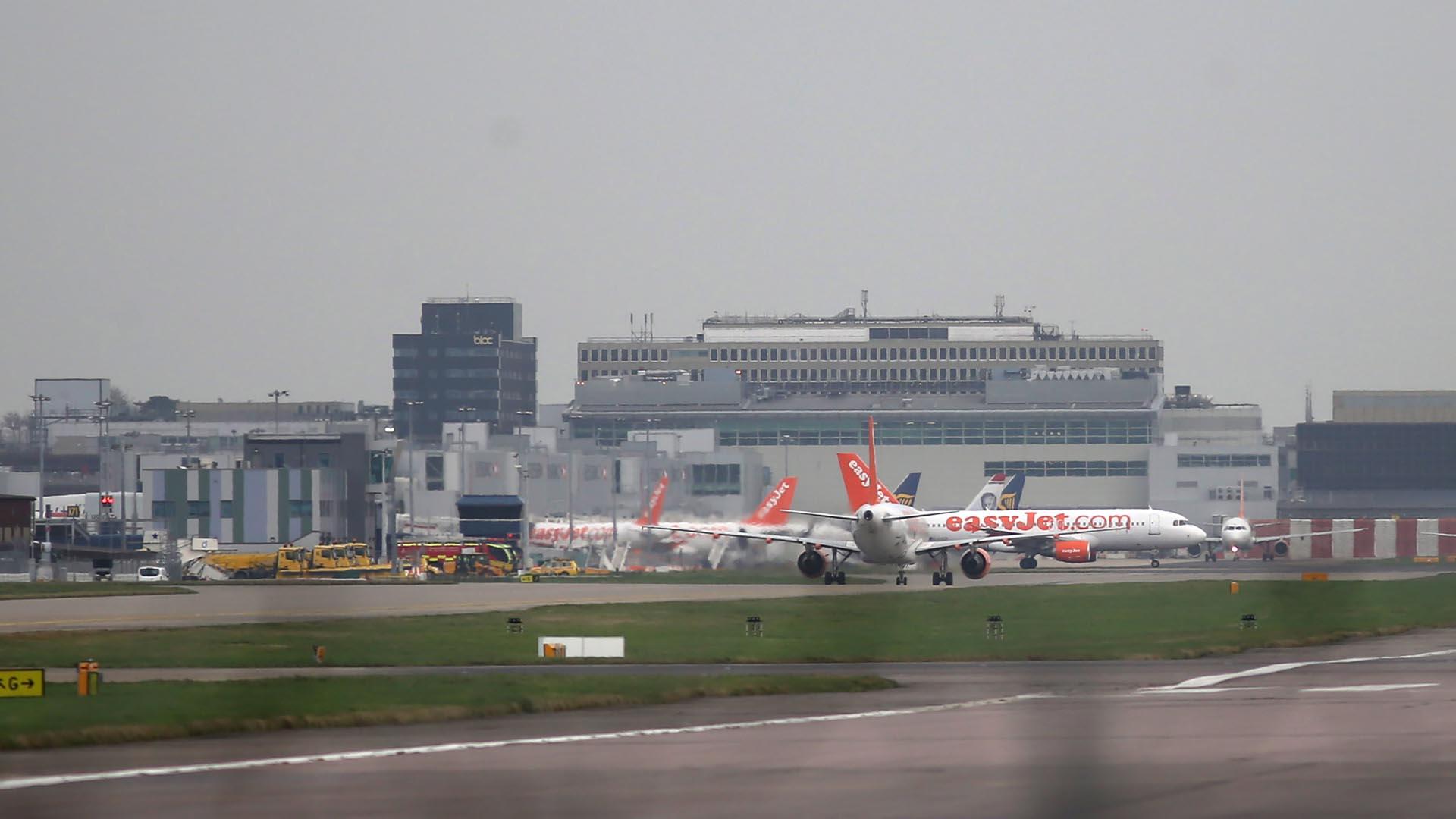 La explosión ocurrió en el área de aparcamiento de los aviones. Aún se desconoce las causas del hecho