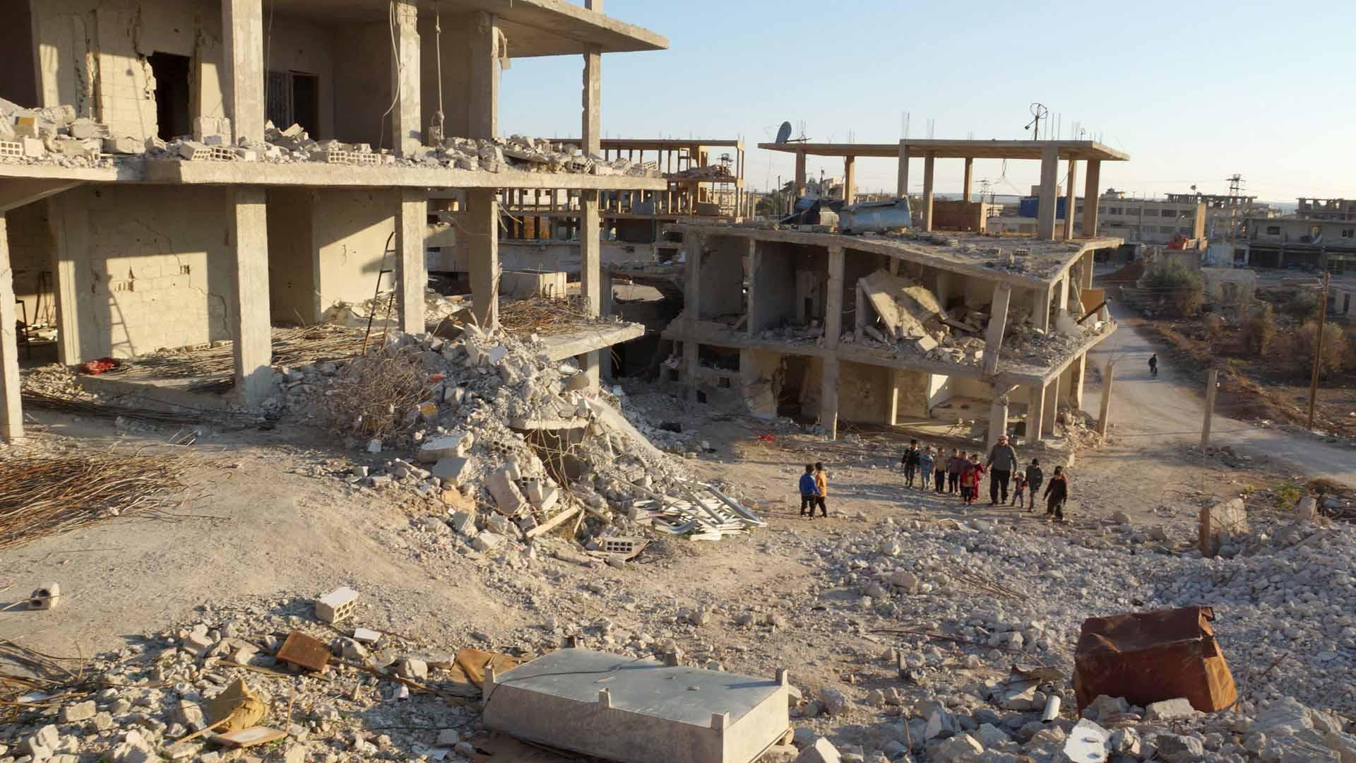 La milicia terrorista atacó con tres automóviles cargados de explosivos y combatientes suicidas