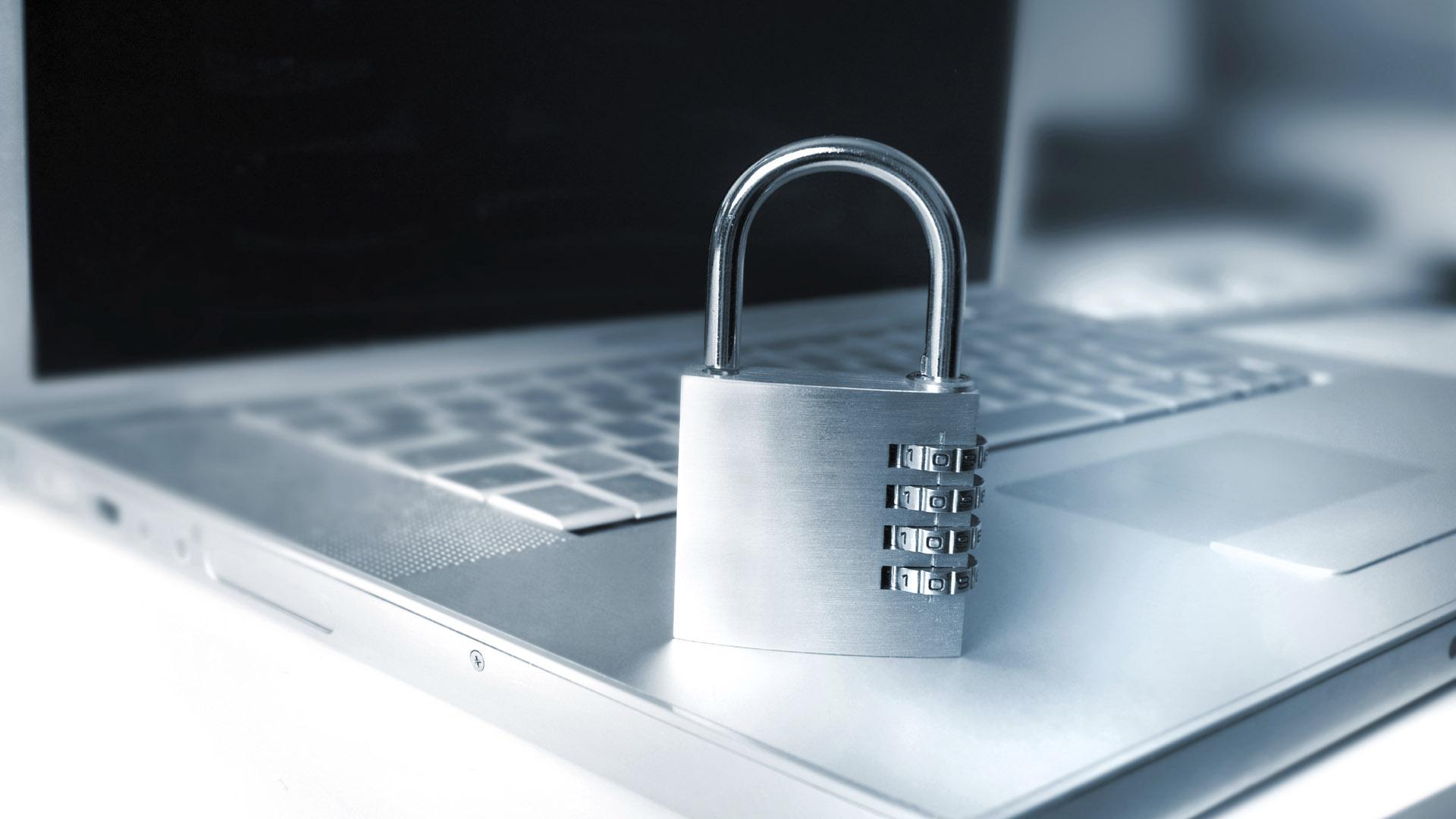 Lo mejor es utilizar el cifrado de datos, la verificación de dos pasos y el modo incógnito en computadores que no sean de su propiedad