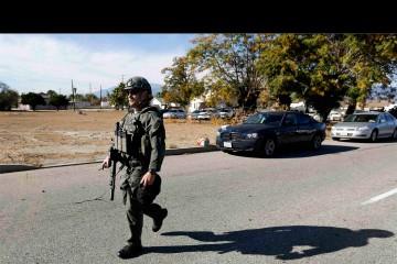 La situación está siendo controlada por la policía del condado que presume que el atacante permanece en la zona
