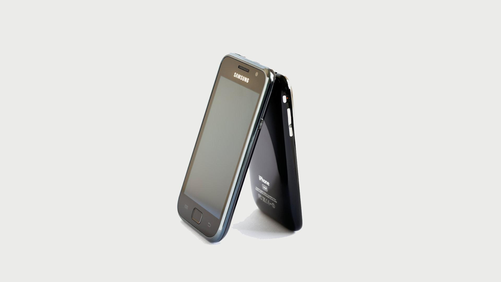 La firma de la manzana solicitó que la empresa de los teléfonos Galaxy pague una nueva cifra por infracciones de patentes