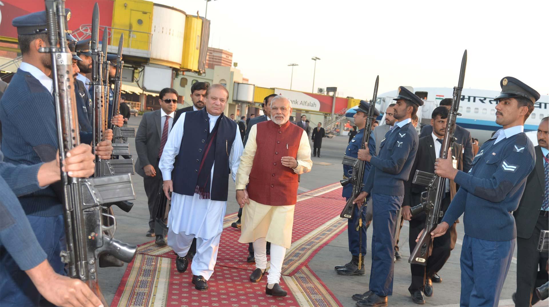 Es la primera visita que realiza un jefe de Gobierno indio al país vecino desde hace 11 años