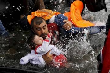 El bote en el que iban adultos e infantes se hundió la madrugada del martes, cerca de una ciudad portuaria de Turquía