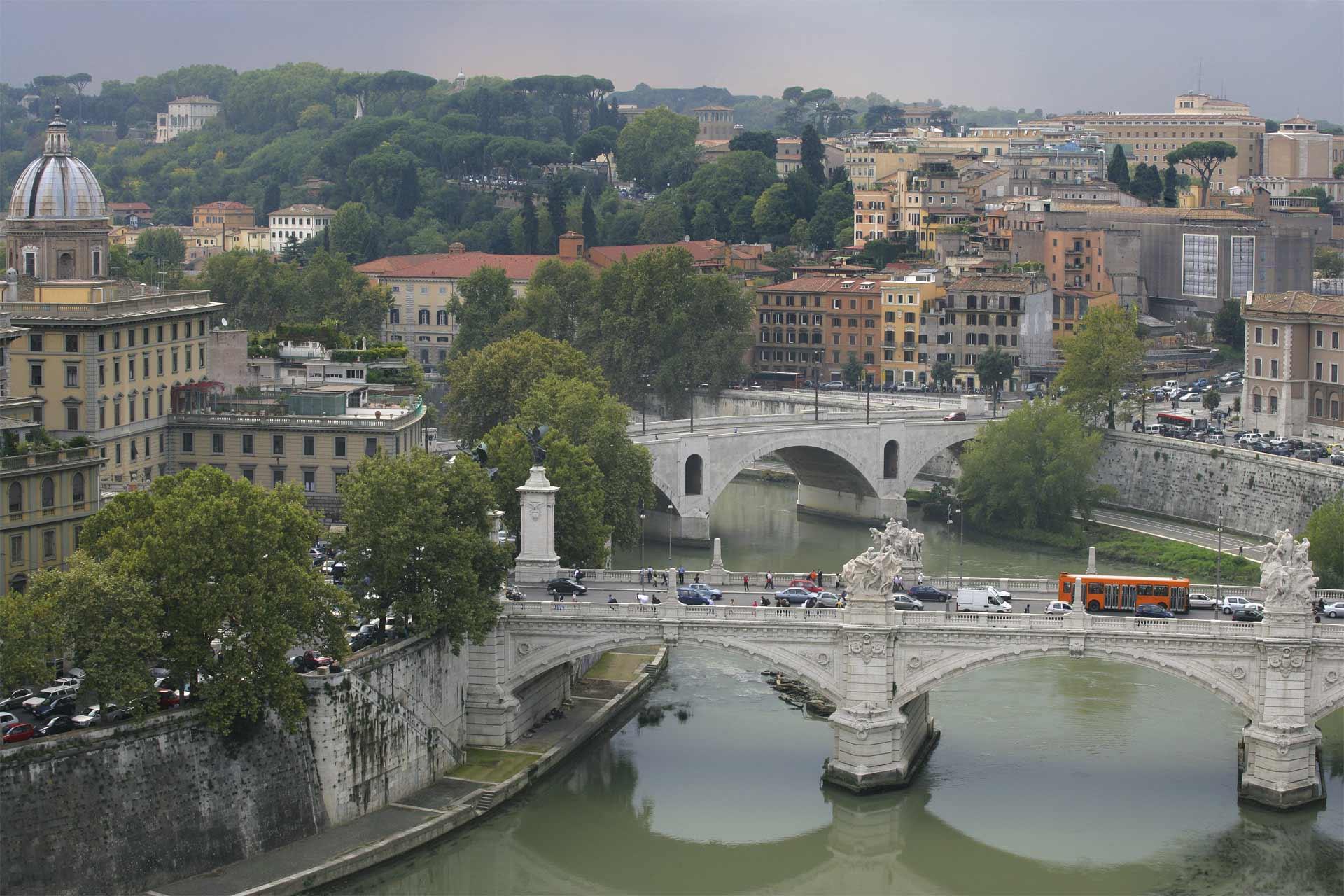 Roma y Milán prohibirán la circulación de automóviles después de Navidad, para reducir los niveles de polución