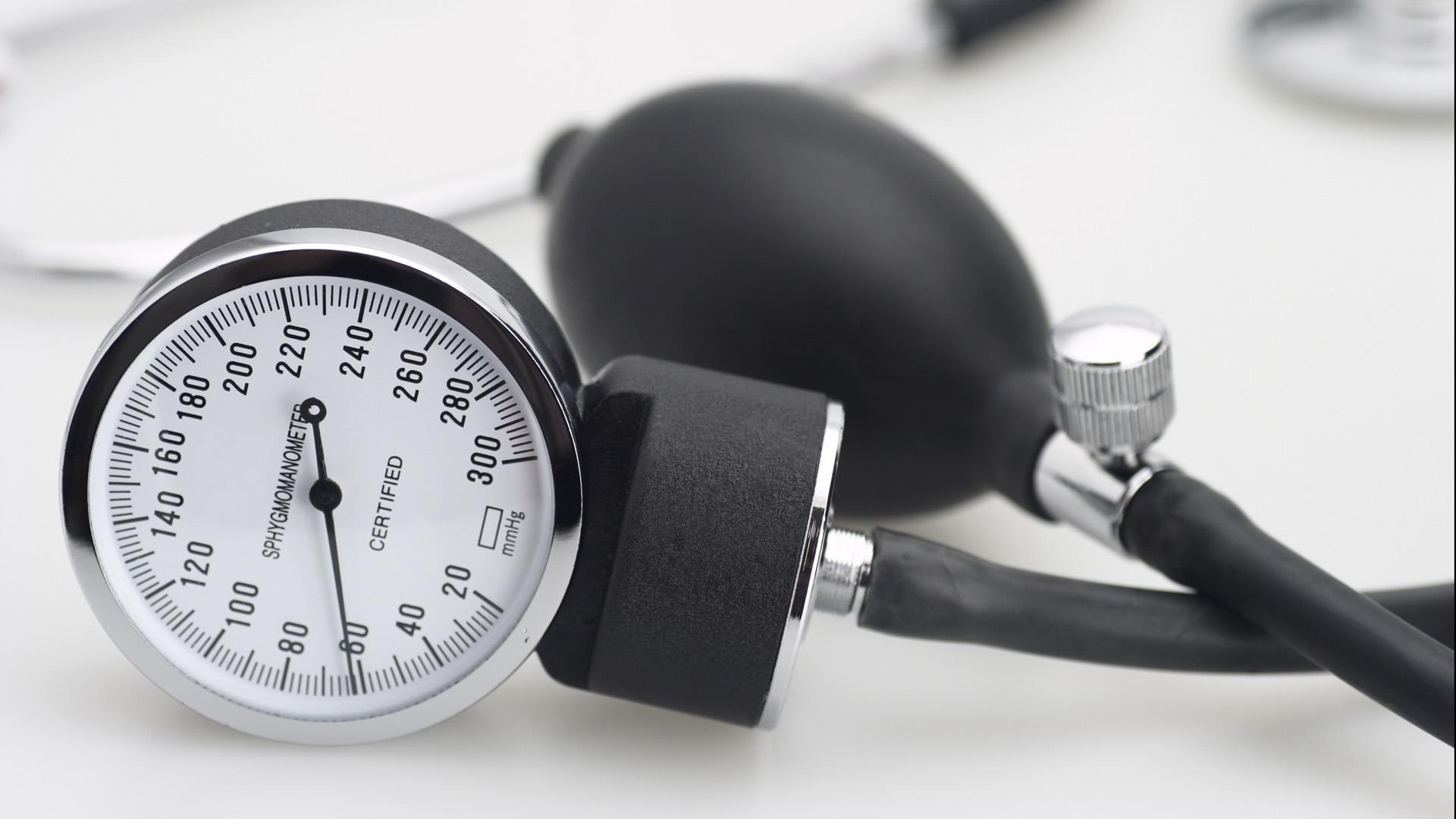 Haciendo 30 minutos diarios de ejercicios, disminuyendo el consumo de sal y aumentando el consumo de potasio tus niveles de tensión pueden disminuir