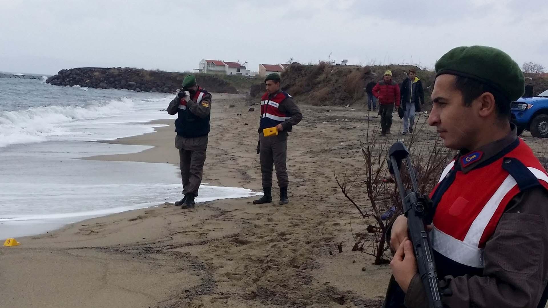 Los guardacostas mantienen la búsqueda de supervivientes en la zona