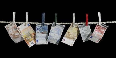 Los legitimadores de capitales son personas formadas, que conocen los por menores del sistema financiero y sus debilidades