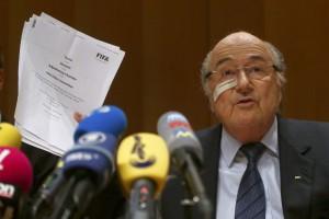 Se encuentra inhabilitado por ocho años, pero seguirá siendo remunerado mientras sea presidente de la FIFA