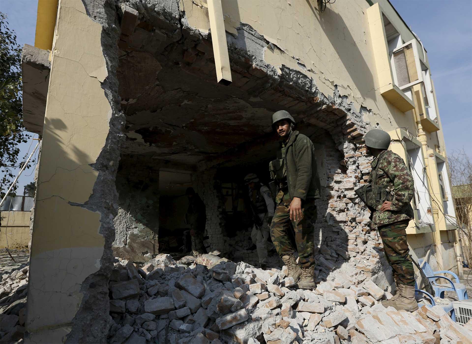 Un grupo talibán y el Estado Islámico actuaron casi al mismo tiempo en los dos países