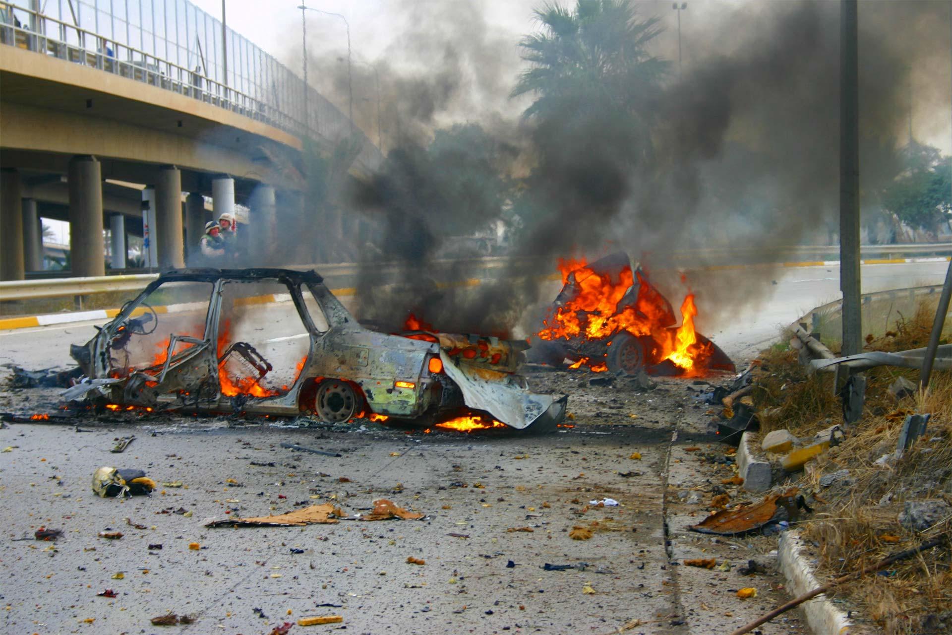 Un explosión, más enfrentamientos posteriores, se cobraron la vida de varios policías y civiles
