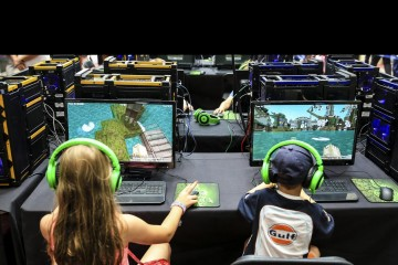 La empresa desarrollará una versión educativa de Minecraft para alumnos y profesores