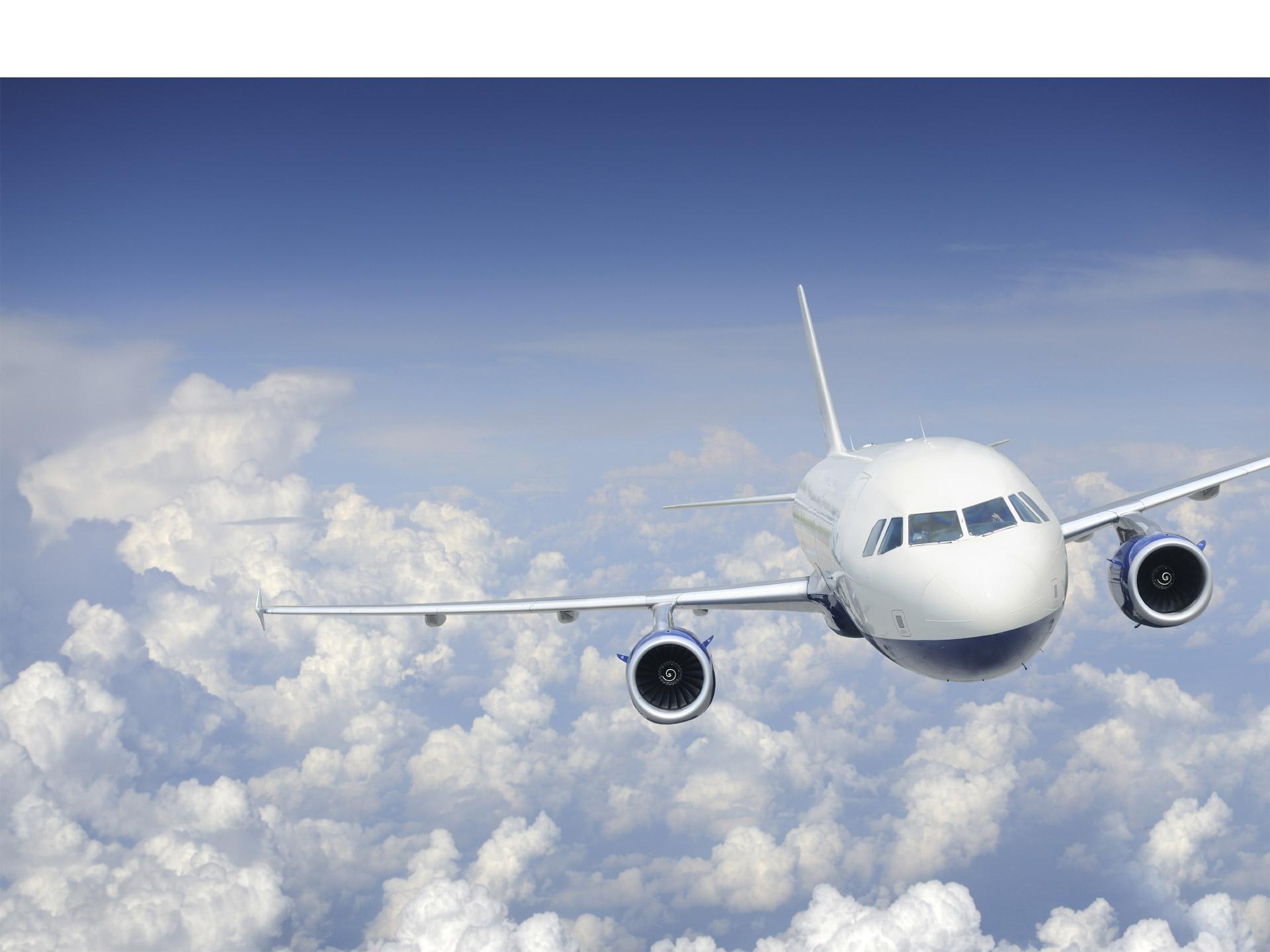El vuelo iba sobre el mar Mediterráneo y el individuo intentó abrir las puertas de emergencia