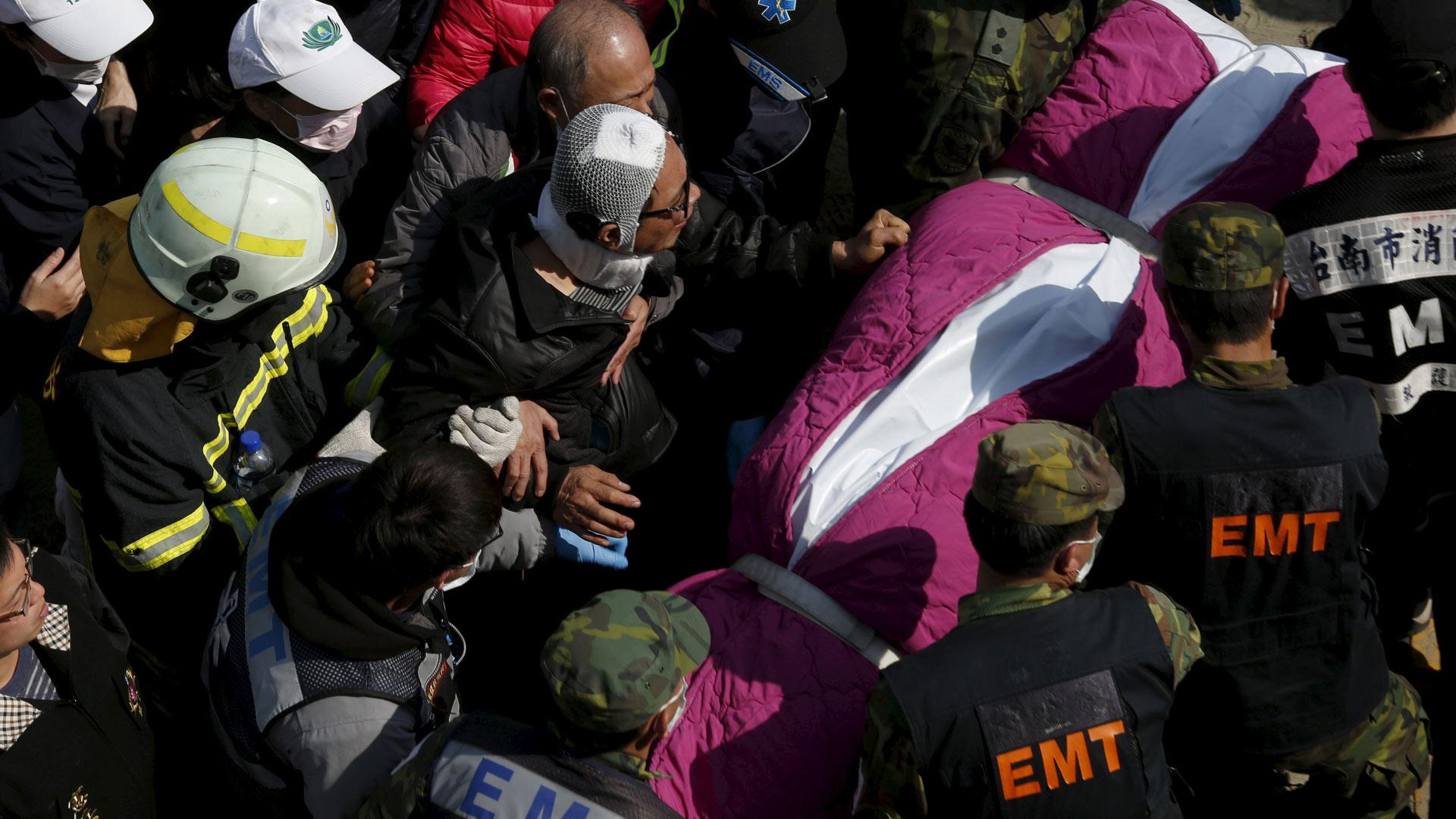 Taiwán sigue conmocionado por el sismo del sábado. Las búsquedas de desaparecidos continúan