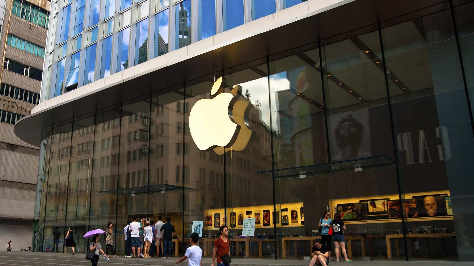 Una jueza exigió a la empresa tecnológica ayudar al gobierno estadounidense a infiltrarse en el iPhone de uno de los agresores del tiroteo de San Bernardino, California