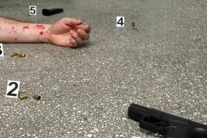 Ambos hombres recibieron impactos de bala y los cuerpos fueron trasladados a la morgue de la CHET