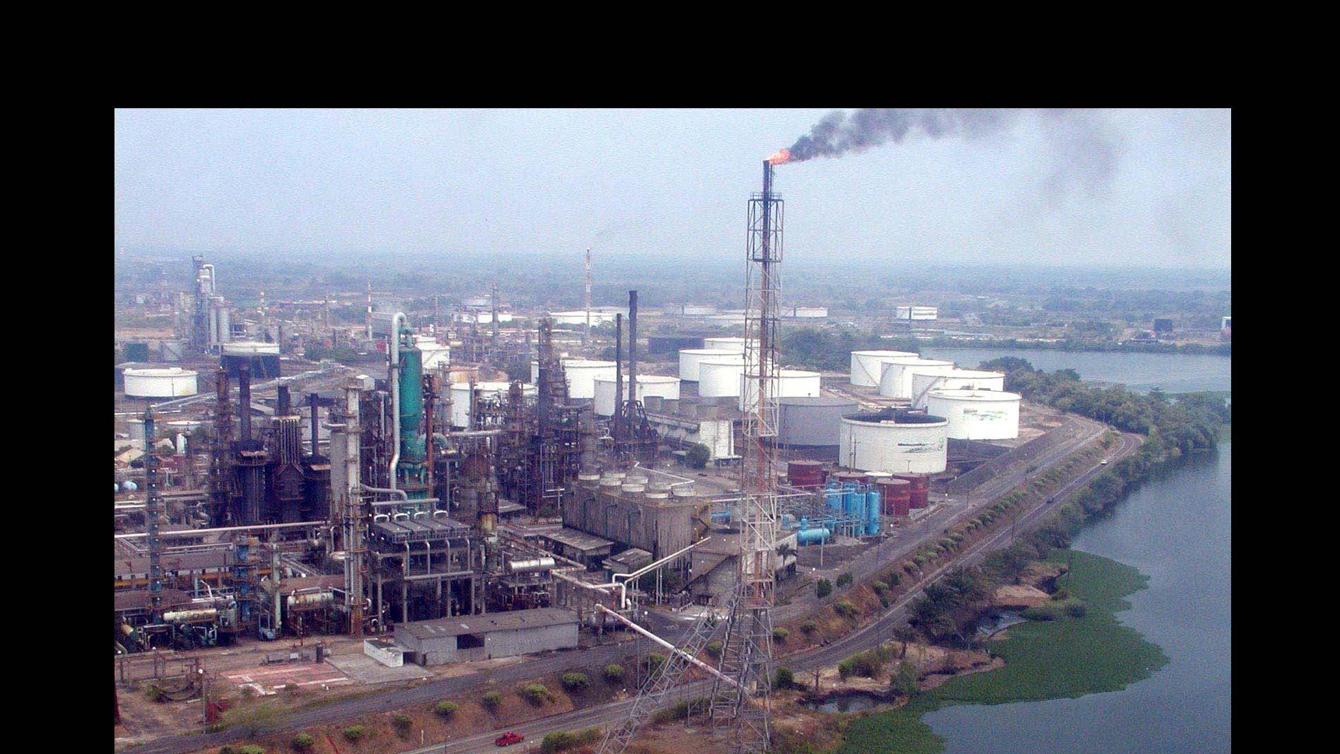 La petrolera colombiana Ecopetrol contaminó un río y arrojó desechos contaminantes en la zona