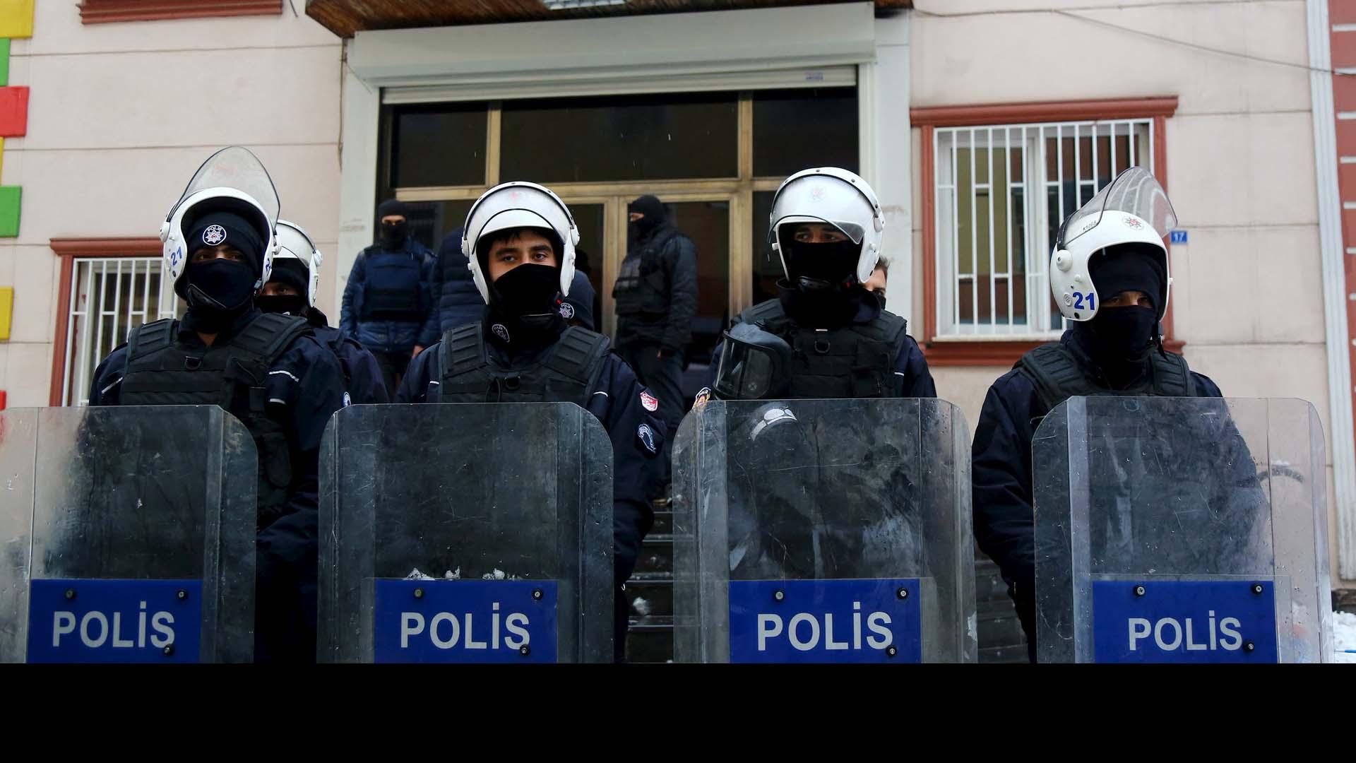 Condenaron las acciones del gobierno turco que disparó contra civiles desarmados en ciudad en estado de queda