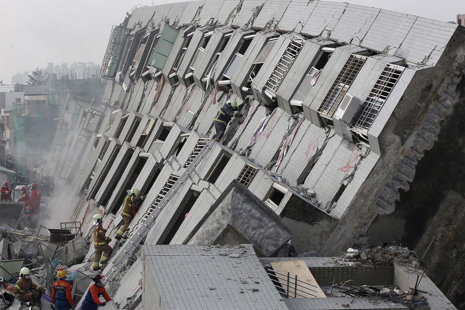 Terremoto en Taiwán deja más de 300 heridos