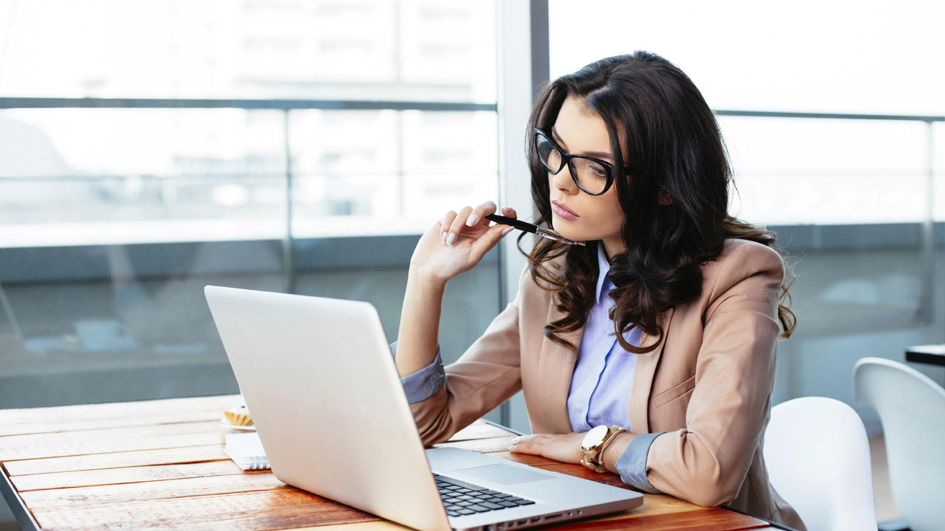 En comparación con los hombres, las féminas tienen mayor disposición al emprendimiento