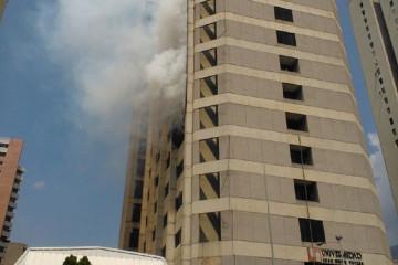 En horas de la mañana usuarios de Twitter reportaron un incendio en la Universida José María Vargas en el este de Caracas