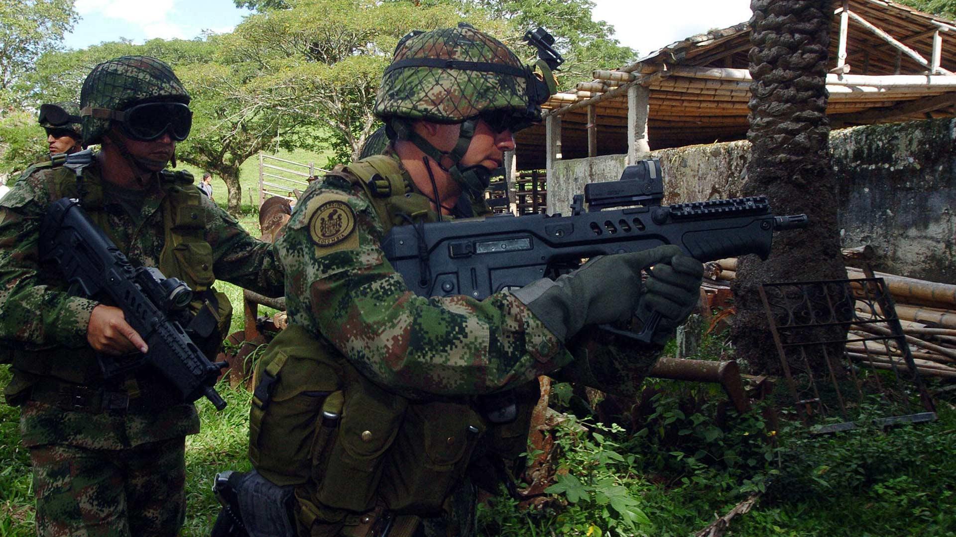 El gobierno colombiano y los guerrilleros discuten los últimos puntos del diálogo de paz, entre ellos el alto al fuego definitivo