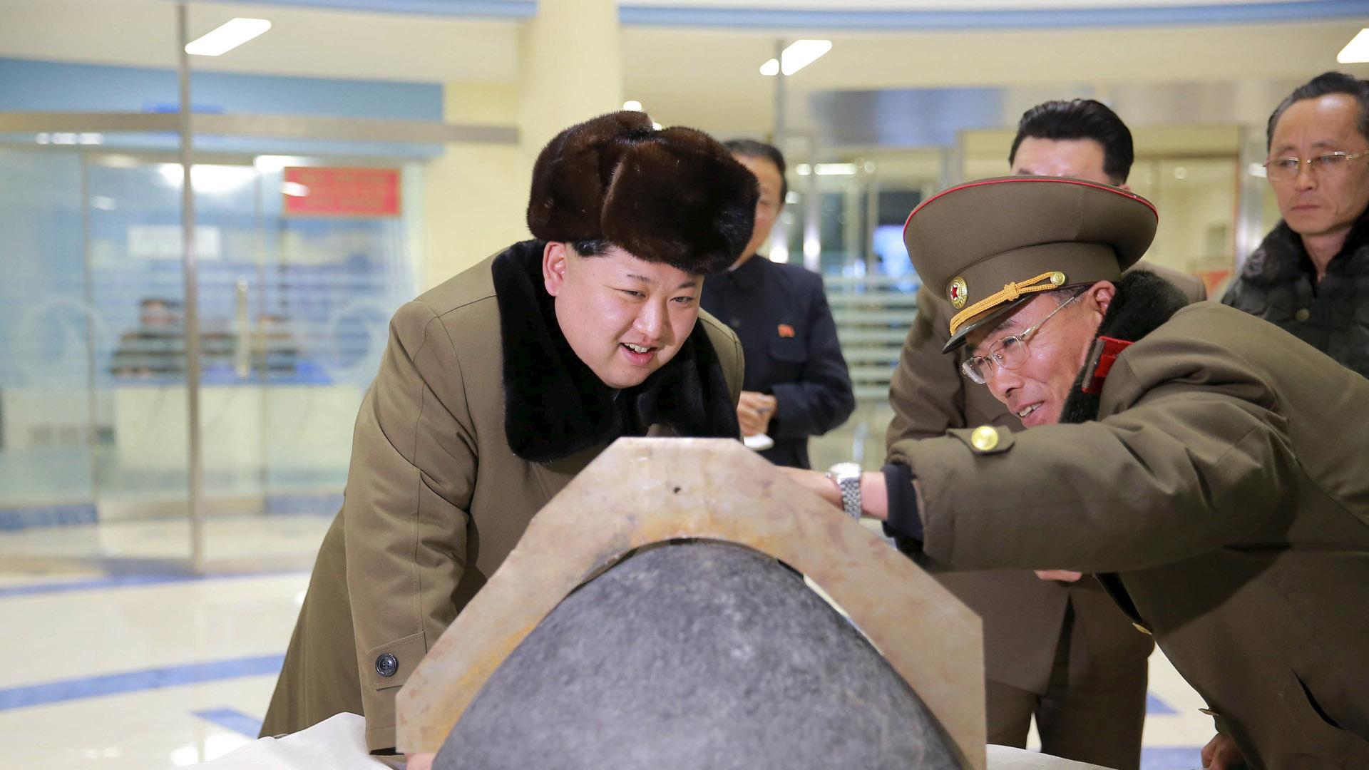 Según reseñan los medios estatales, Kim Jong Un busca mejorar las capacidades para un ataque atómico