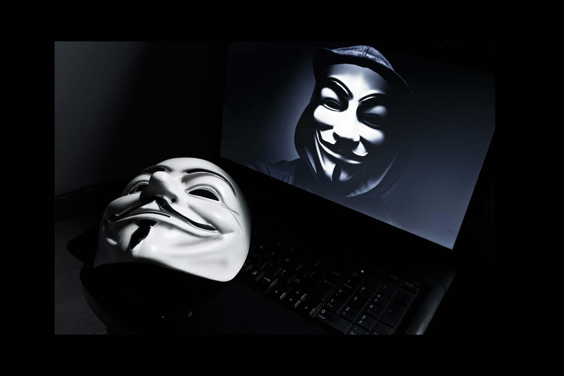 El polémico magnate, que aspira a ser presidente de EE.UU., está en la mira del grupo de hackers