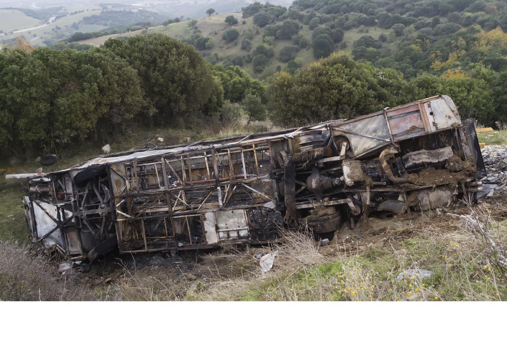 El autobús viajaba en la carretera Interamericana de Gauatemala cuando cayó en un barranco de 100 metros de profundidad