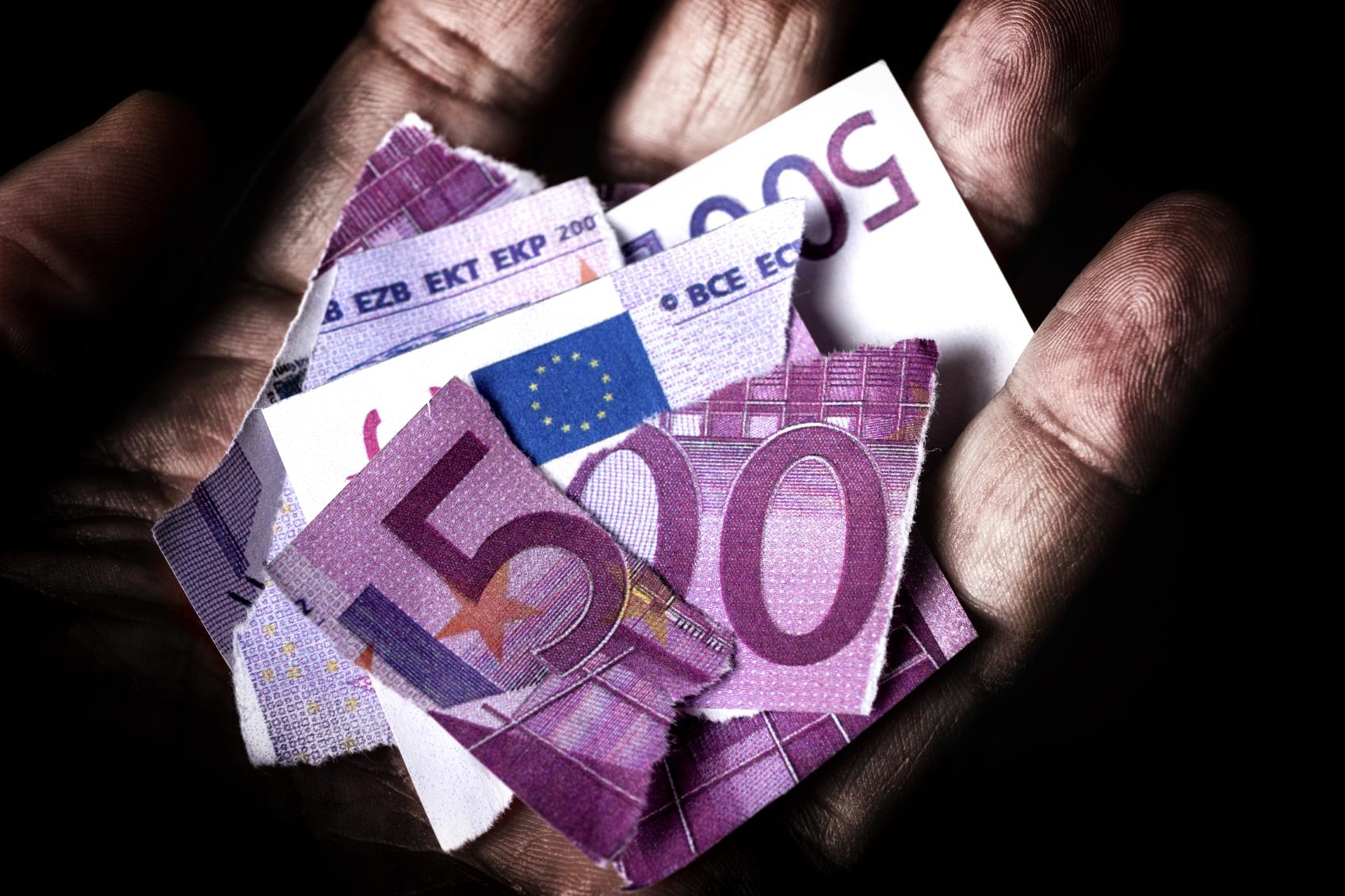 Una anciana rompió 37 billetes de 500 euros y un tribunal dictaminó que el banco nacional se los regresará