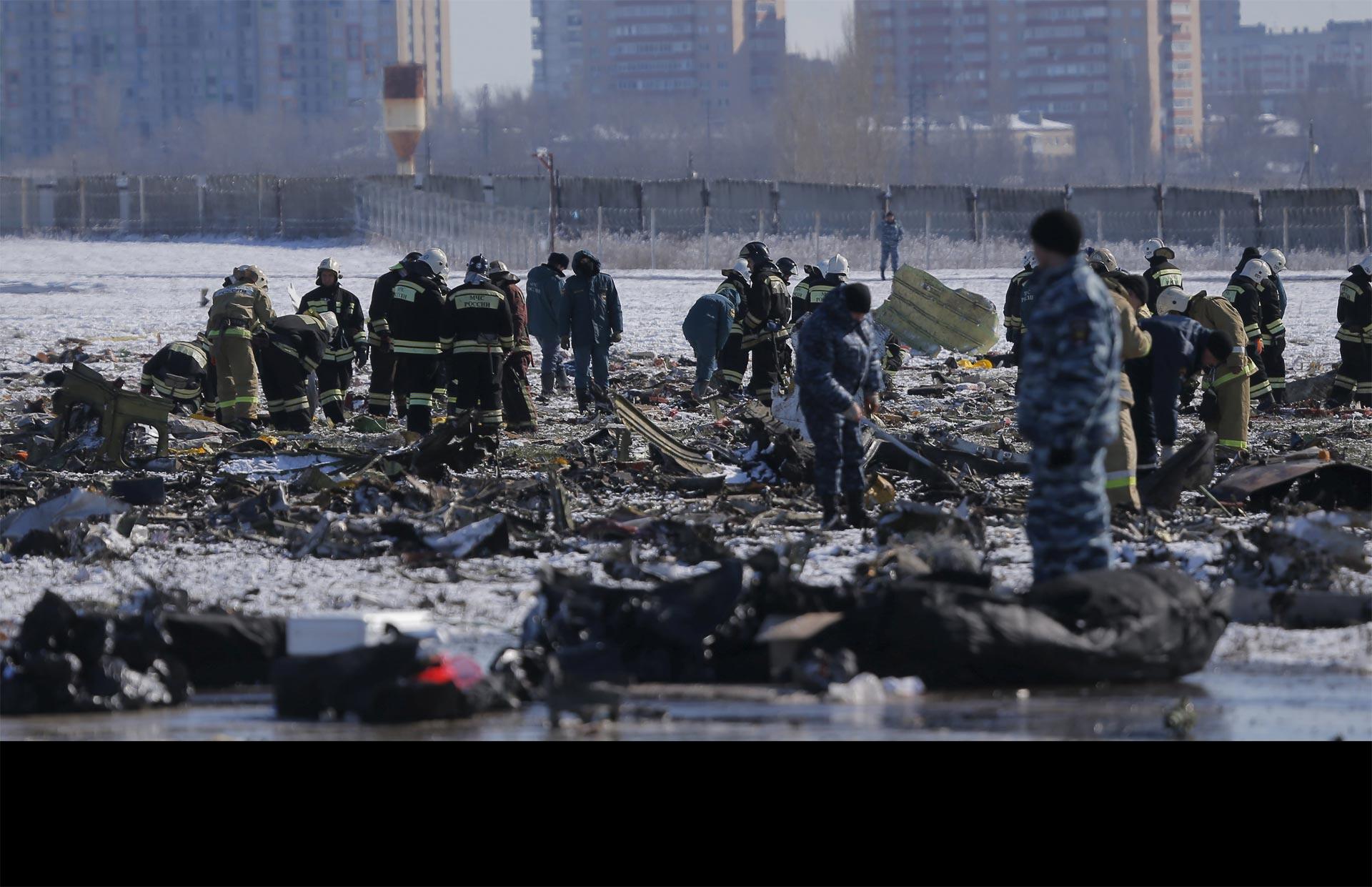 Los expertos comenzaron a identificar a las víctimas de la tragedia aérea que dejó 62 muertos