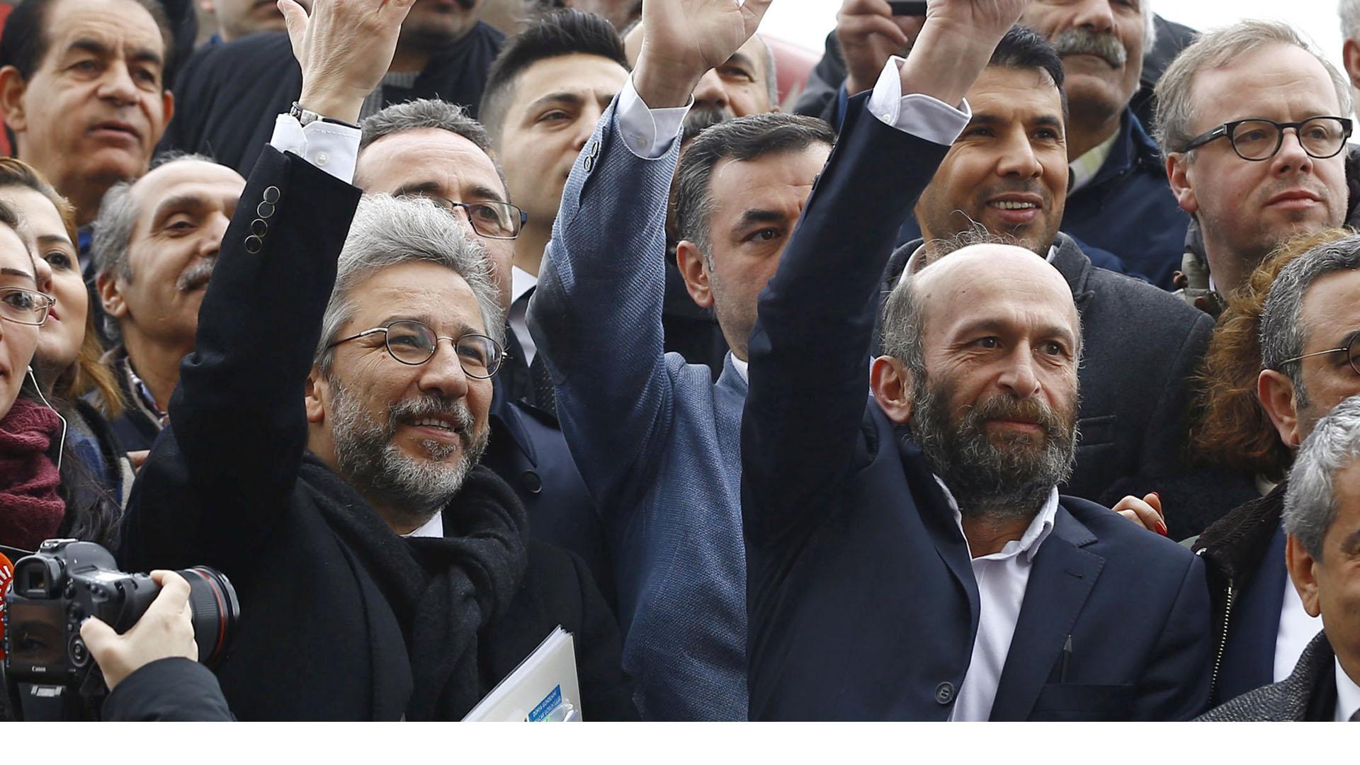 Los comunicadores son acusados de espionaje luego de informar del supuesto envío de armas de Turquía a Siria