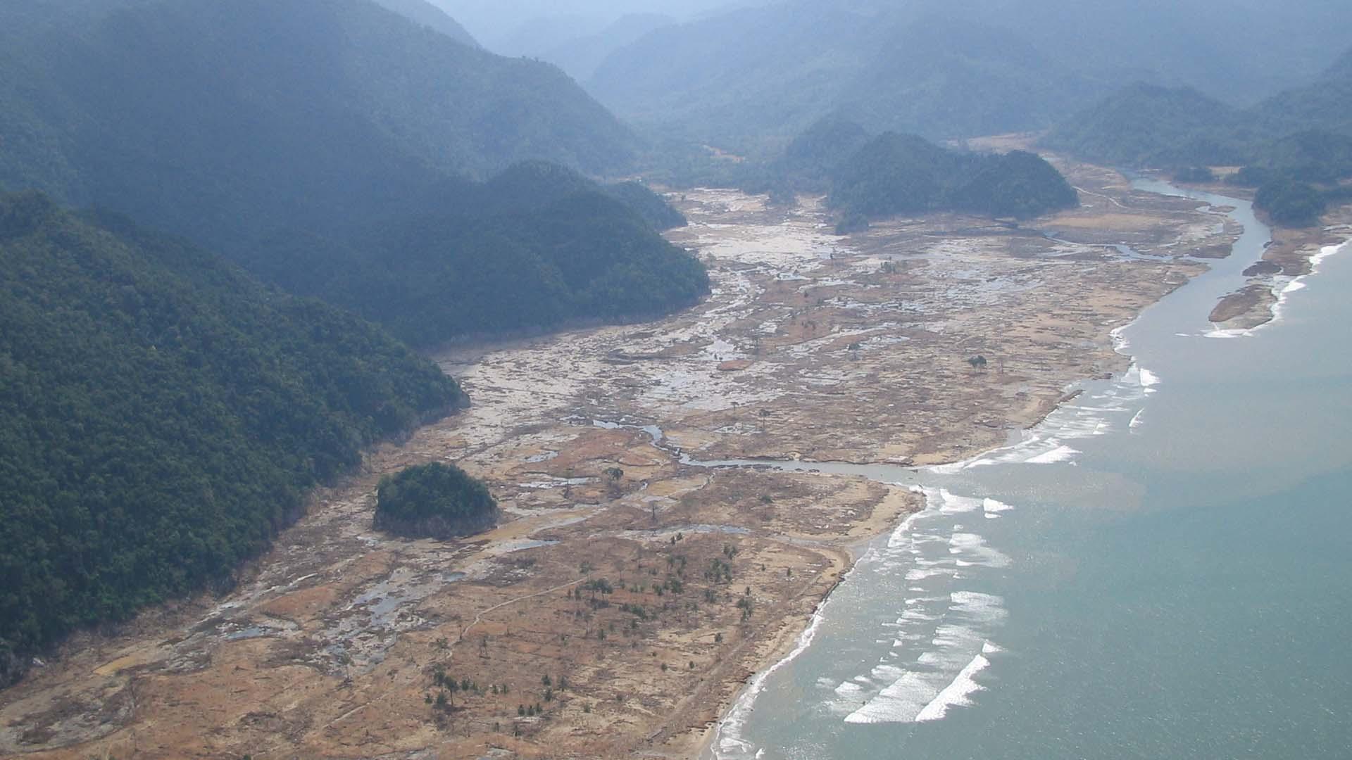 Un terremoto de 7.9 sacudió el país y activó la alarma marítima reviviendo el recuerdo del desastre 2004