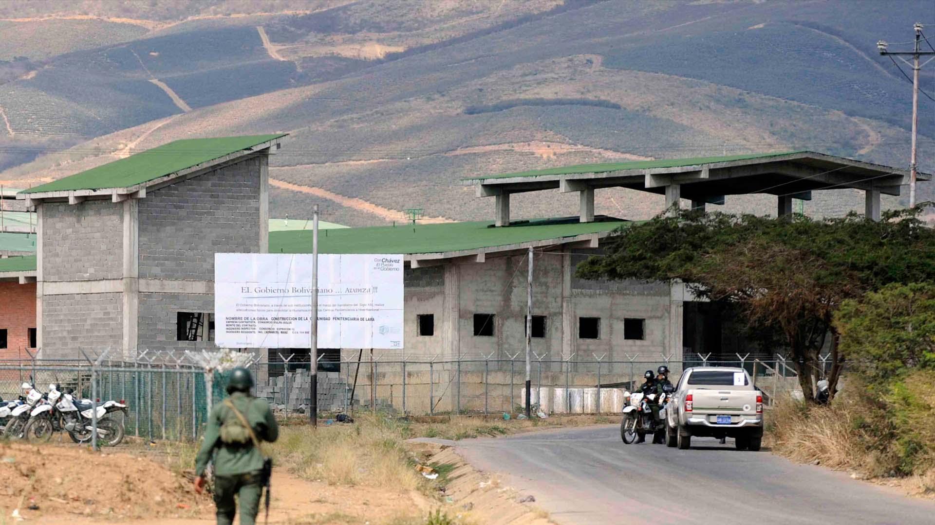 Investigan a un funcionario del Ministerio para Servicios Penitenciarios por permitir el acceso de armas explosivas al recinto