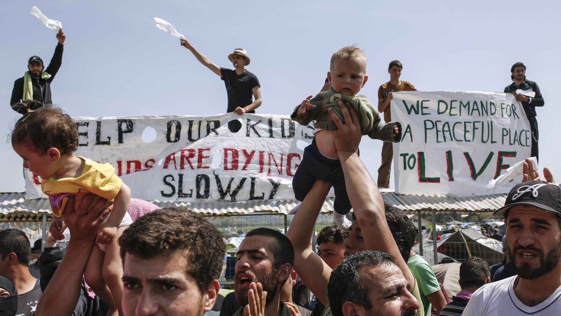 Desde Grecia piden que se les permita continuar su viaje hacia Europa Central
