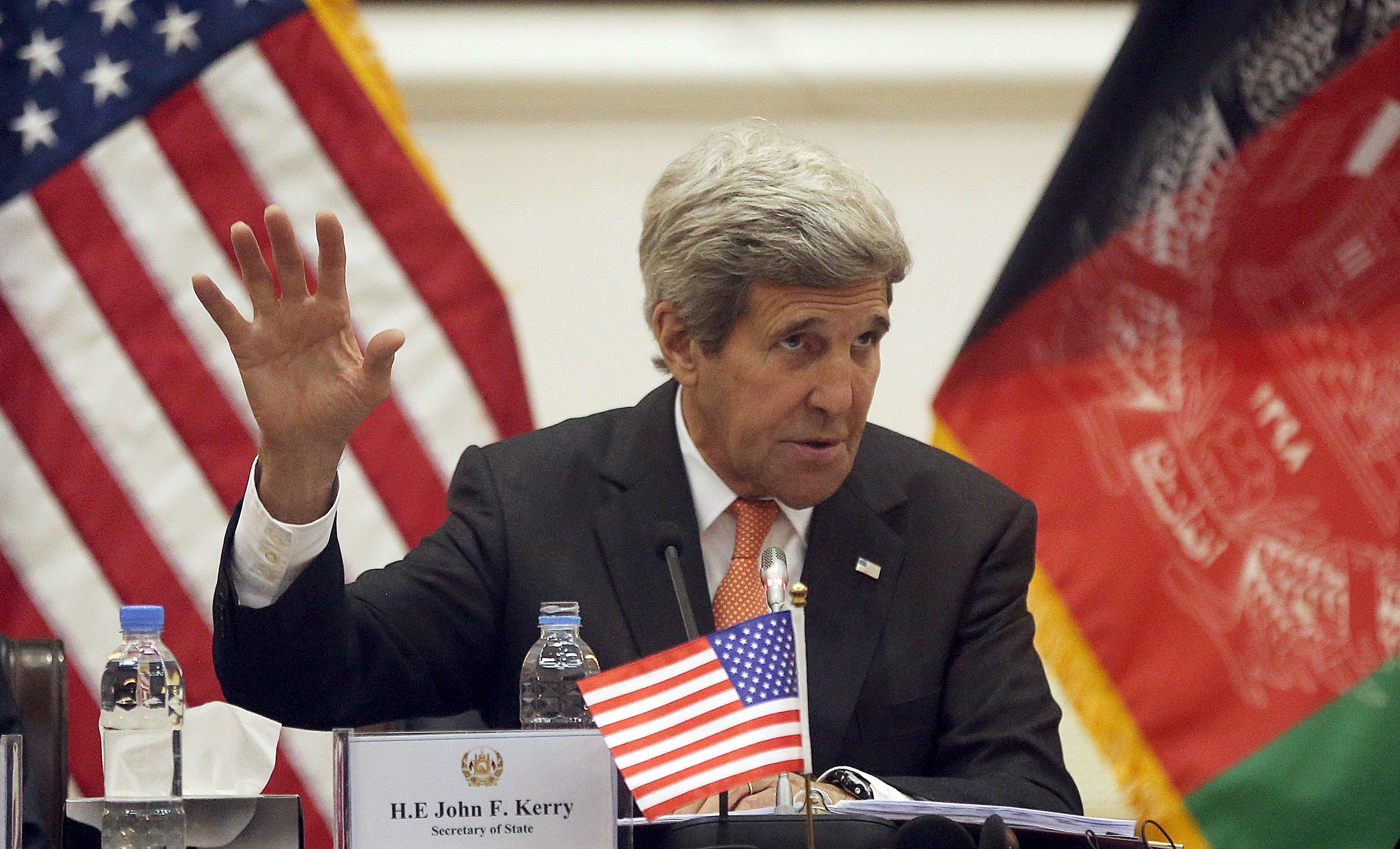 El secretario norteamericano visitó la ciudad de Kabul donde hizo un llamado a talibanes insurgentes a unirse al proceso de paz