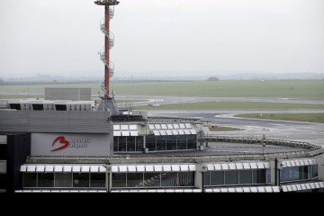Los controladores aéreos del aeropuerto de la capital belga protestaron para exigir el aumento en la edad de jubilación