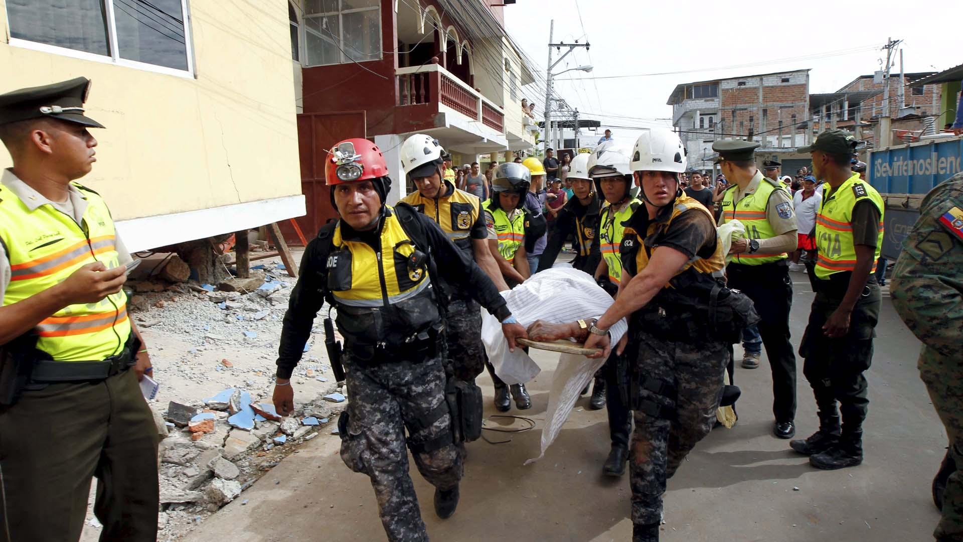 Otras 1.550 personas permanecen heridas, hospitales móviles se han desplegado en su auxilio