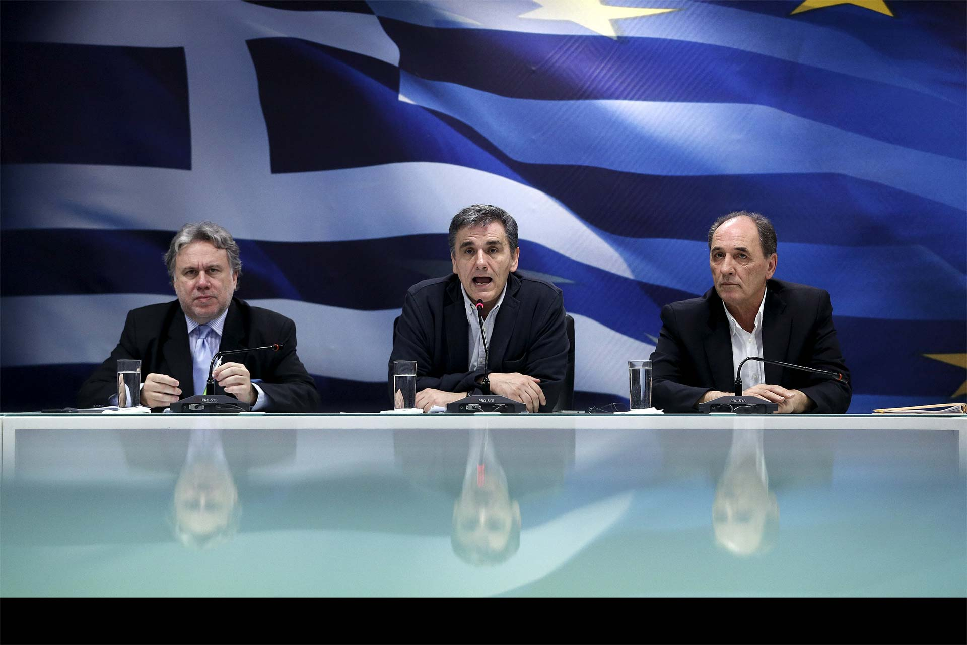 Buscan fórmulas para concretar un paquete de contingencia que pidieron los ministros de Economía y Finanzas
