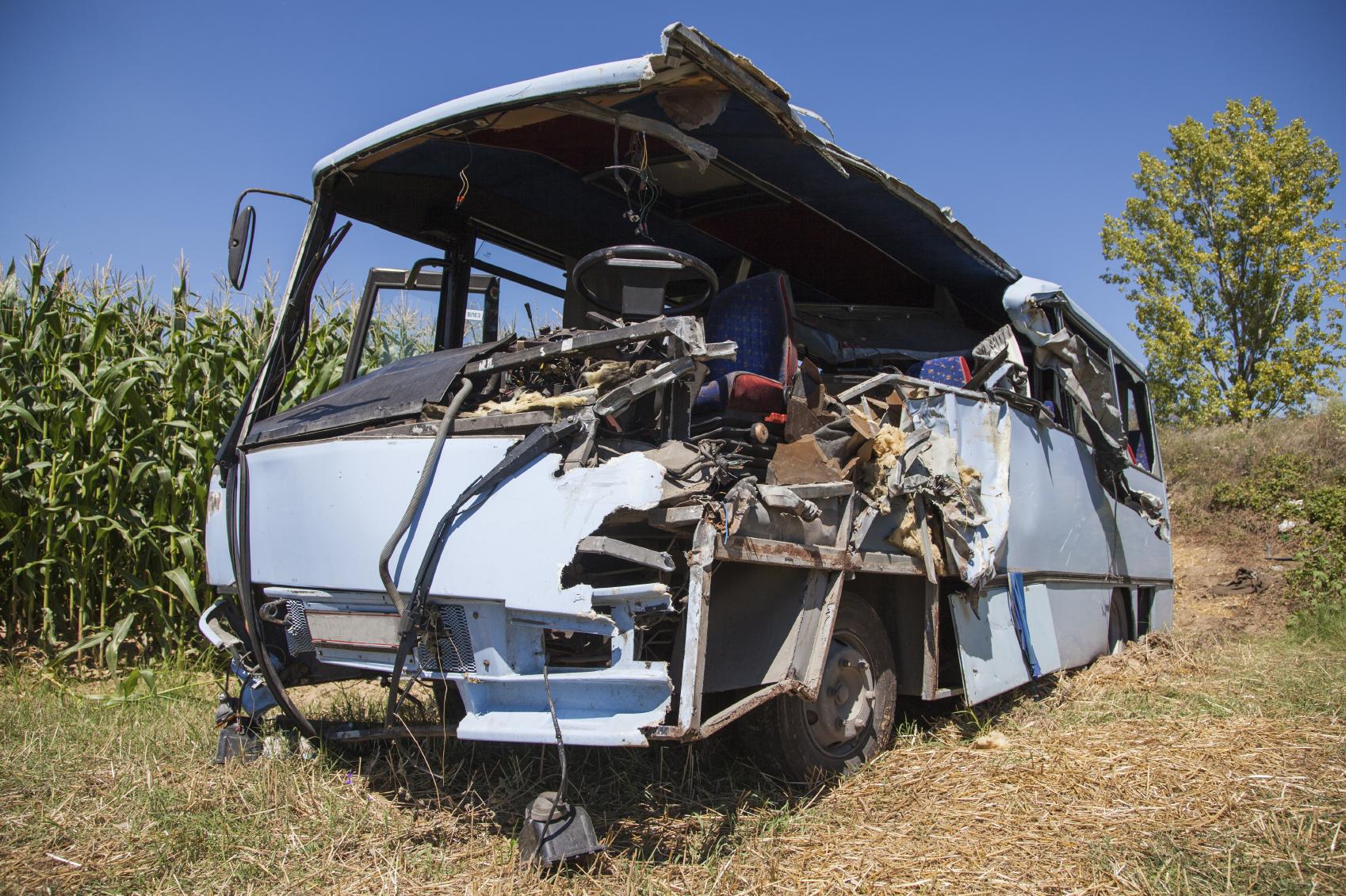 El vehículo en el que viajaban casi treinta personas se cayó a un río en la localidad peruana de Ocongate