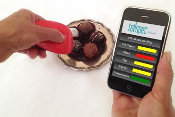 Esta innovación informa al usuario a través de una aplicación móvil sobre los valores de cada alimento que consumen