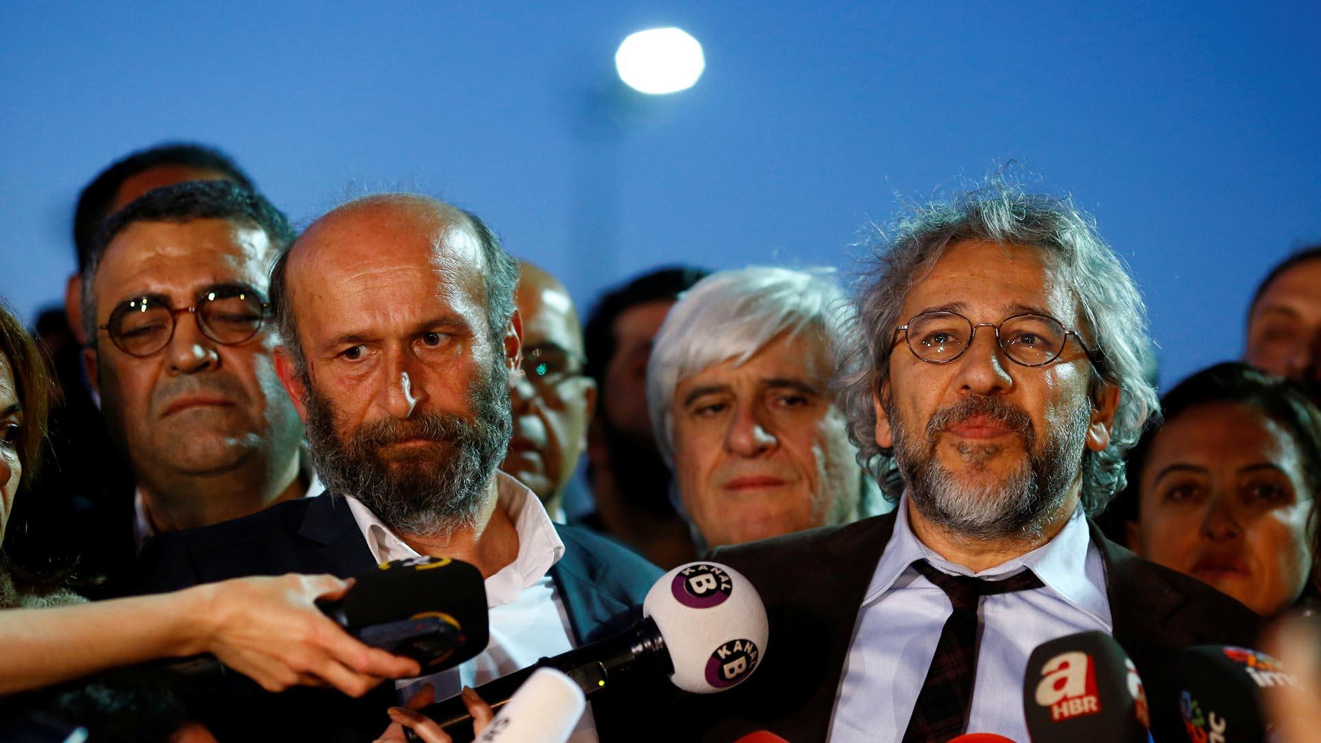 """Can Dündar está siendo juzgado por """"traición a la Patria"""" por publicar documentos secretos"""