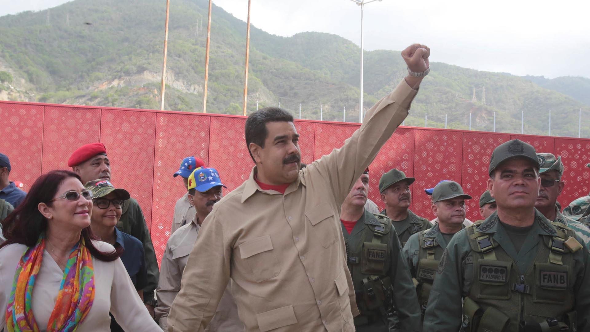 """Maduro recordó que a diferencia de España """"en Venezuela hemos construido un millón de viviendas cómodas y de calidad"""""""