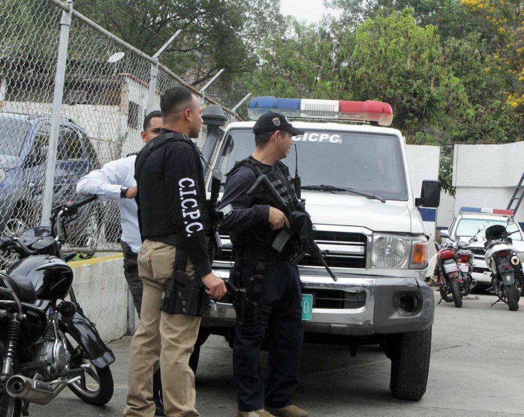 La detonación fue efectuada por unos delincuentes que eran perseguidos por el Cicpc en la parroquia 23 de enero en Caracas