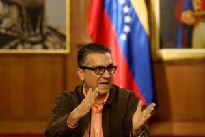 """El vicepresidente para el área económica dijo que el tipo de cambio busca el """"restablecimiento de los equilibrios"""""""
