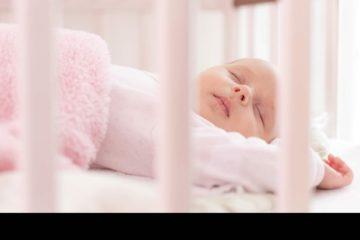 Colocarlos a dormir de esa forma aumenta el riesgo del síndrome de muerte súbita del lactante