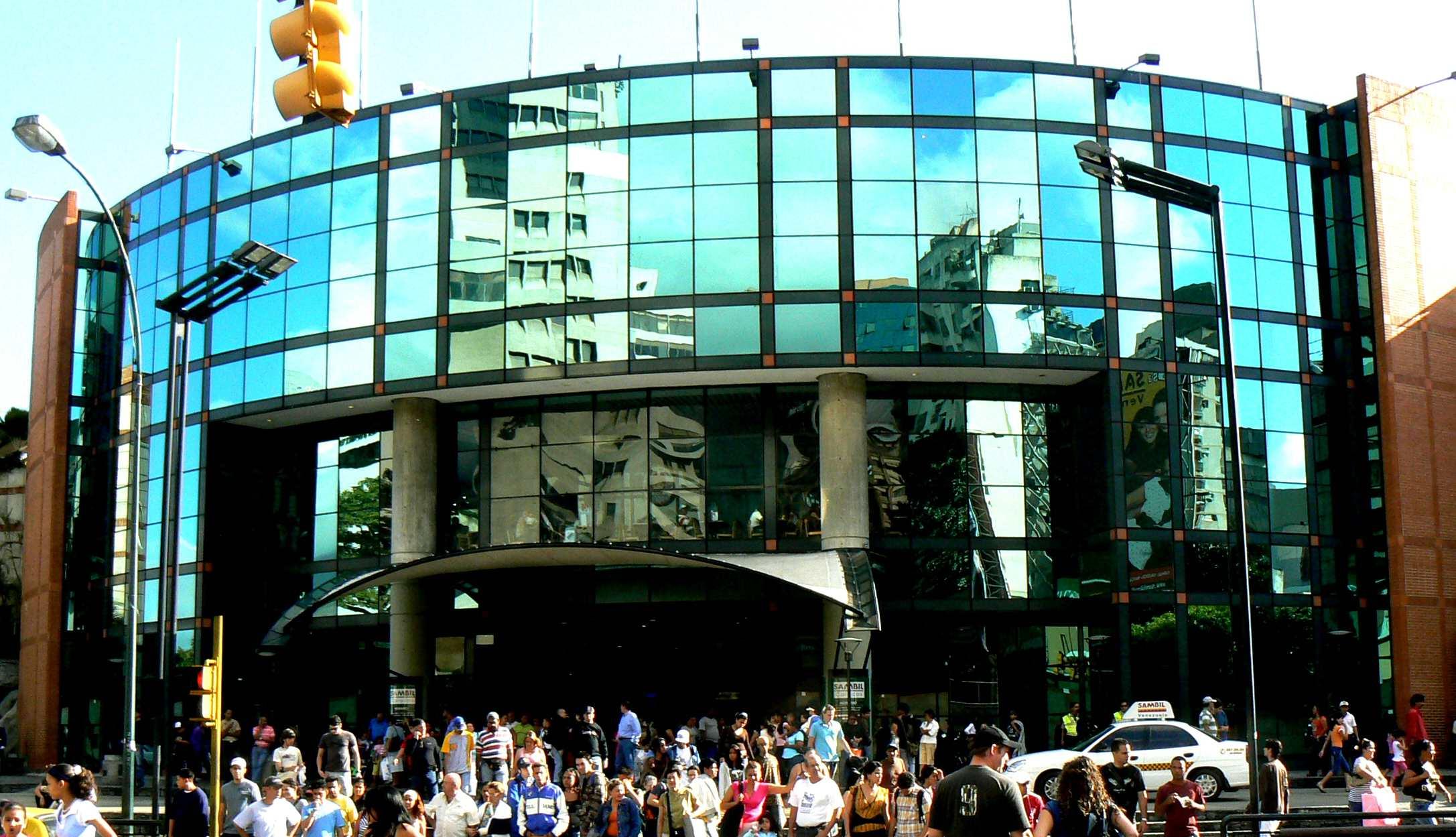 Los malls representan un 2,92% en el Sistema Eléctrico Nacional mientras que el sector residencial un 63%