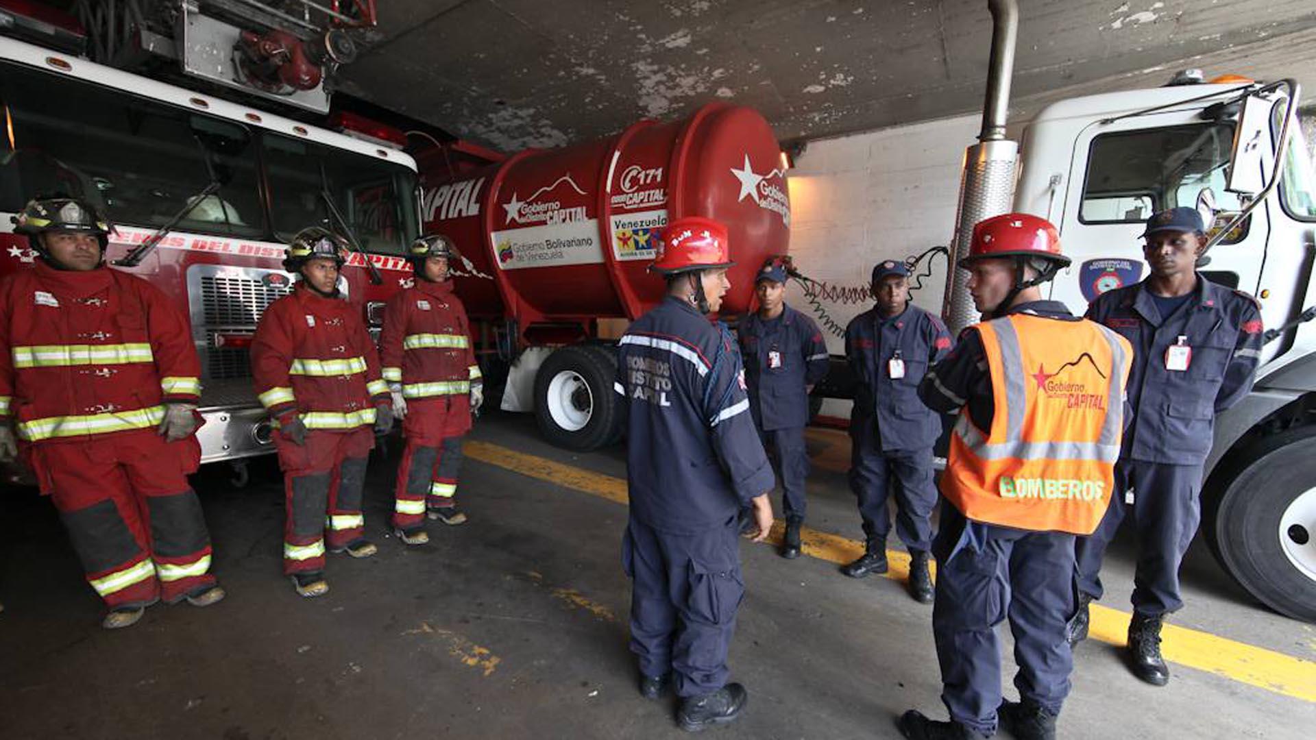 Se ha necesitado del trabajo de 30 efectivos para evitar que las llamas se propaguen a las zonas aledañas