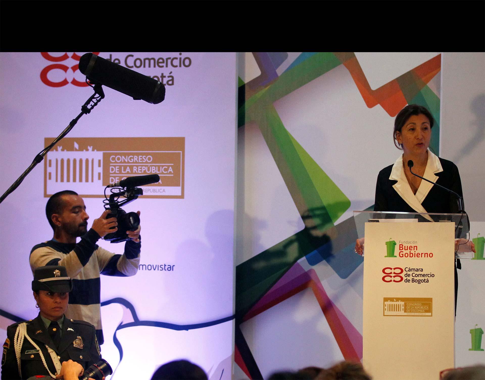 Betancourt, ex candidata presidencial que estuvo secuestrada por las FARC, defendió las negociaciones