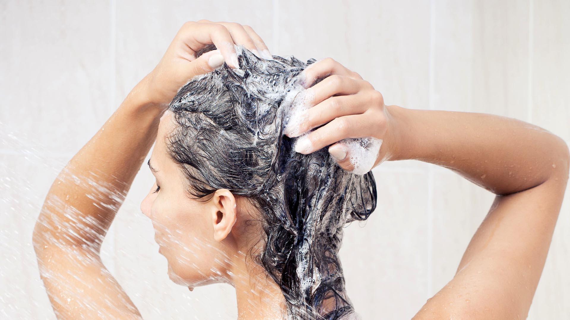 Contienen sales de ácido sulfúrico que afecta tanto el cabello como el cuero cabelludo